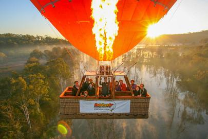 Gold Coast Hot Air Balloon Ride & Full Day Premium Winery Tour