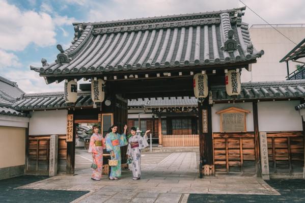 KYOTO KIMONO UNEXPLORED WALKING TOUR WITH A LOCAL GUIDE