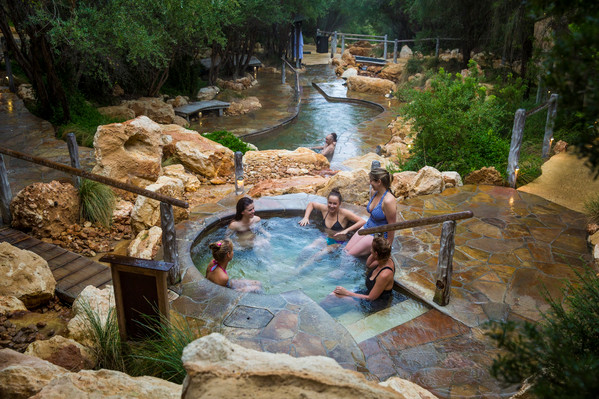 Peninsula Hot Springs, Arthurs Seat, Beach Boxes Tour