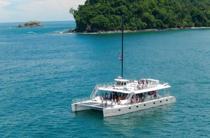 One Day Catamaran Tour in Manuel Antonio from San José
