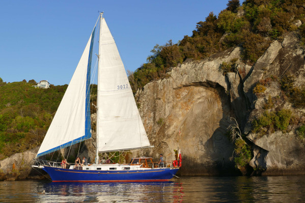 taupo sailing maori carvings
