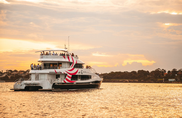 Sydney Harbour Dinner Cruise with 3 course men
