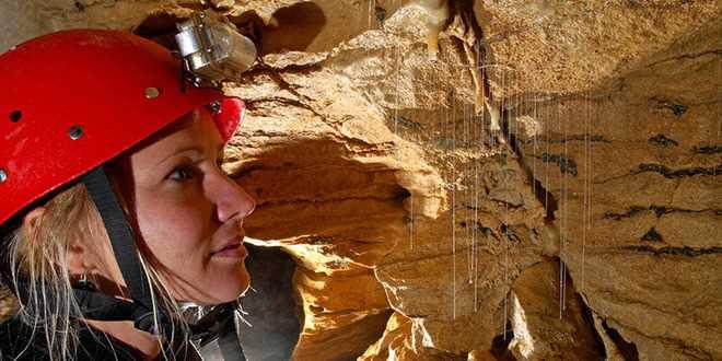 waitomo-caves-abseling