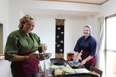Cook Okonomiyaki,a side dish and Miso soup and enjoy with local Sake!