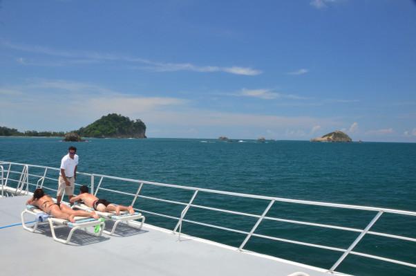 catamaran-day-tour