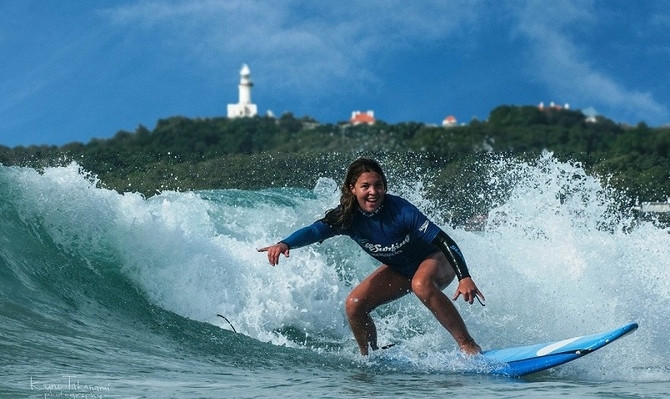 learn how to surf gold coast