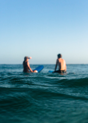 Surf lessons at Raglan