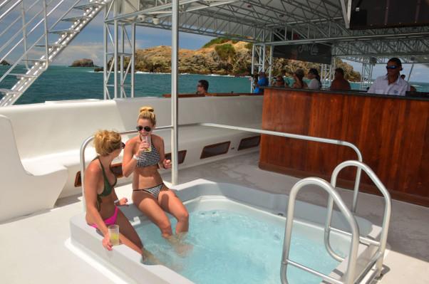 jacuzzi-catamaran