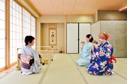 Osaka Tea Ceremony and Kimono Experience