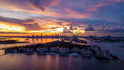 Miami Skyline 90 min Cruise of South Beach, Millionaire's Row & the Venetian Islands