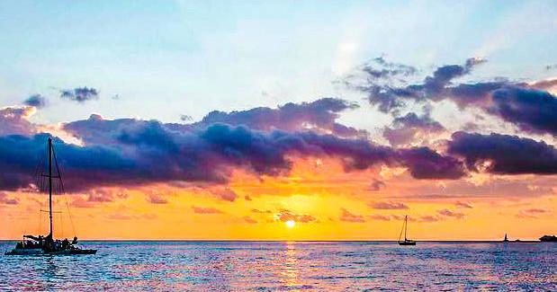 Waikiki Sunset glass bottom boat Cruise