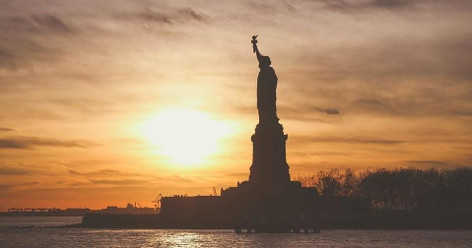 Statue of Liberty & Ellis Island with Pre-Ferry Battery Park Walking Tour