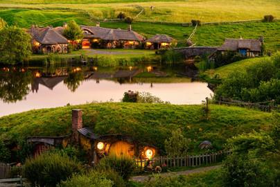 Hobbiton Movie Set & Waitomo Caves Tour from Auckland - Full Day