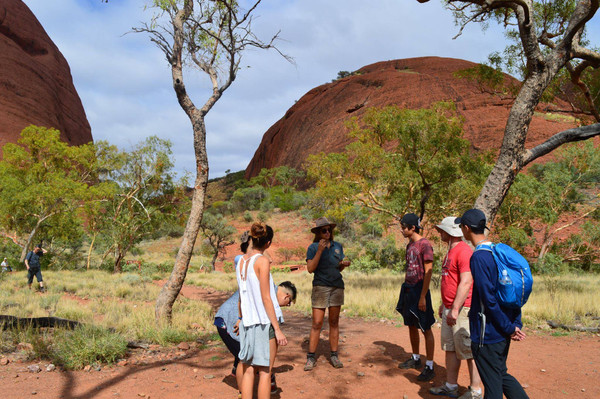 Alice Springs tour backpackers tours