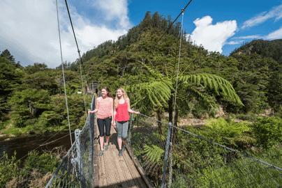 Kiwi Experience 'Backyard' Bus Pass – 21 Days