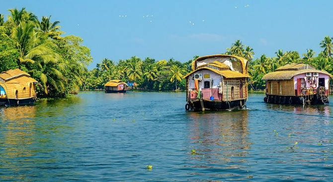 Alleppey - South & North India Tour
