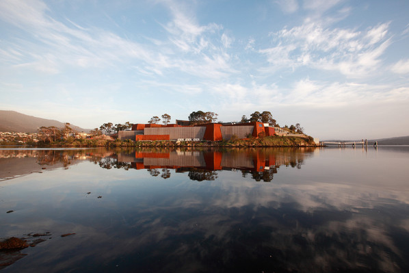MONA Museum & Kunanyi / Mt. Wellington