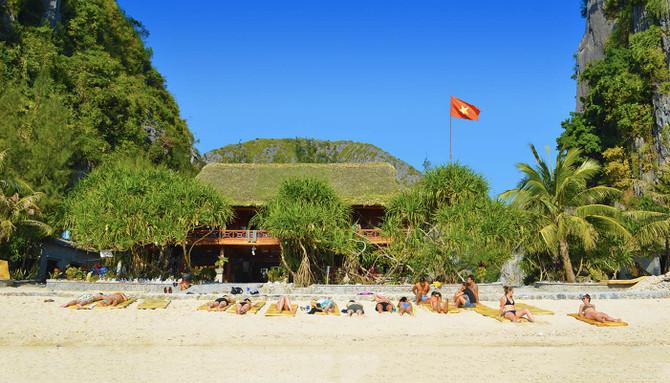 beach accommodation vietnam