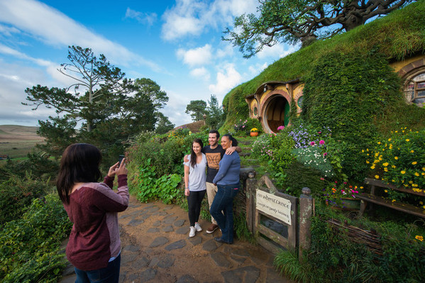 One Day Tour to Hobbiton from Auckland