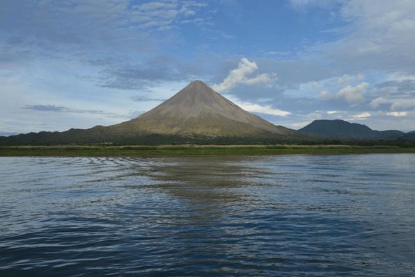 jungle-costa-rica-volcano